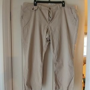 Old Navy Cropped Khaki pants